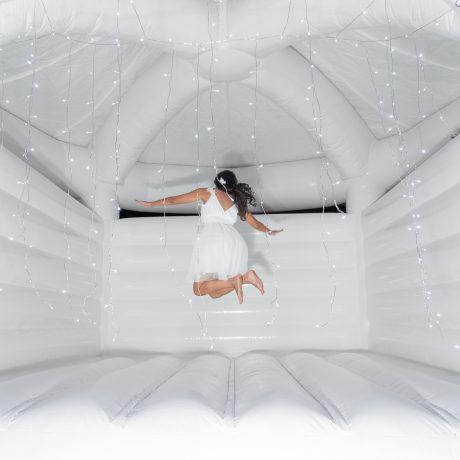 Vive les mariés structure gonflable blanche a la reunion